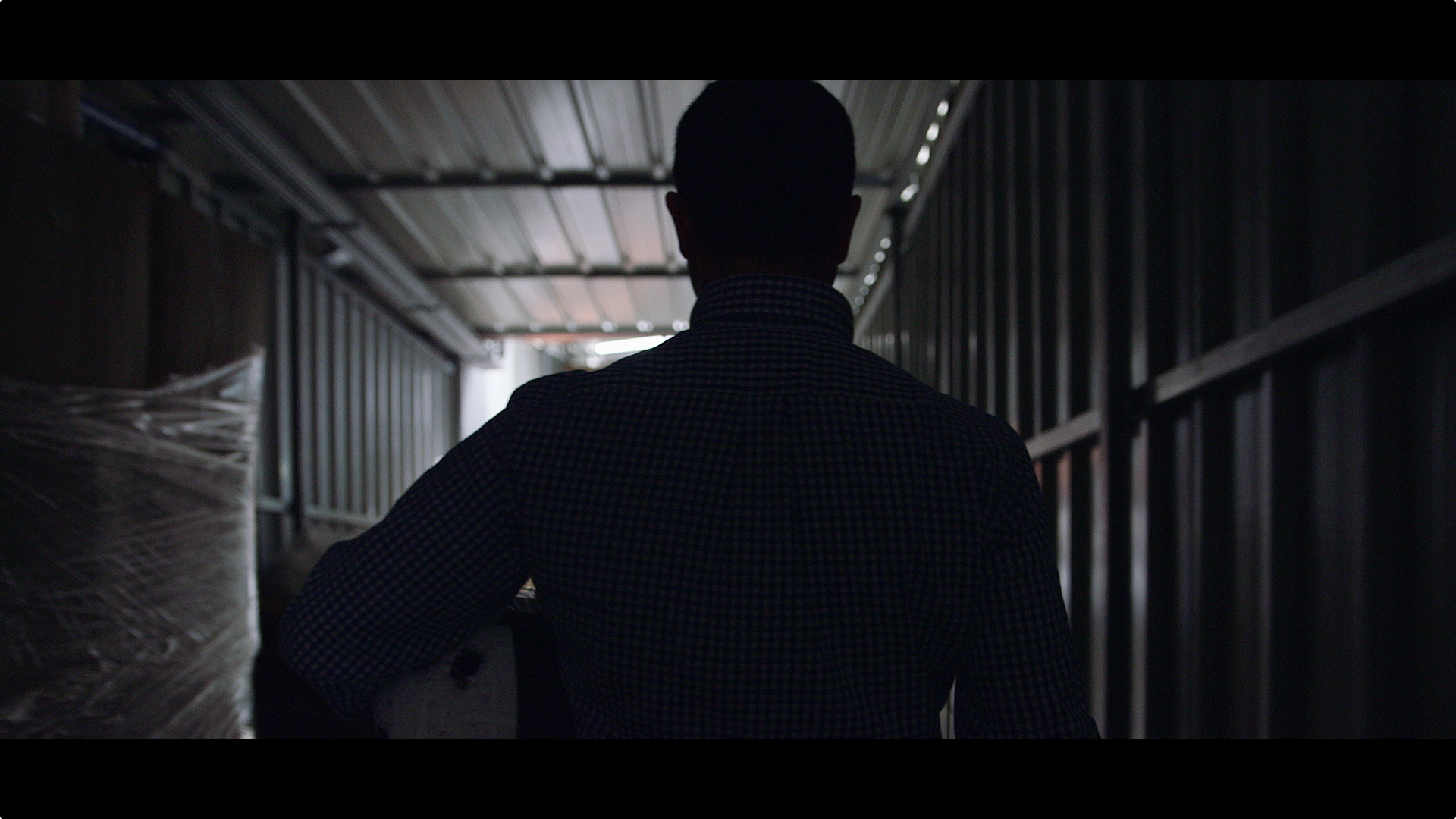 The film tells the story of Luis and the rest of the team at Nexx Helmets in Anadia, Portugal.